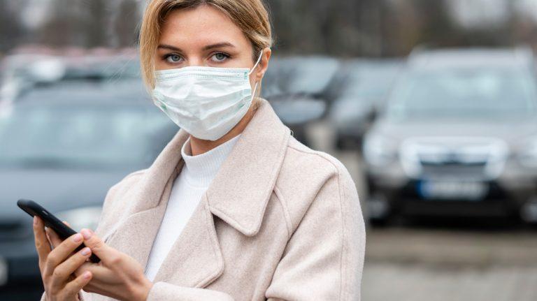 COVID-19 infirmière avec masque