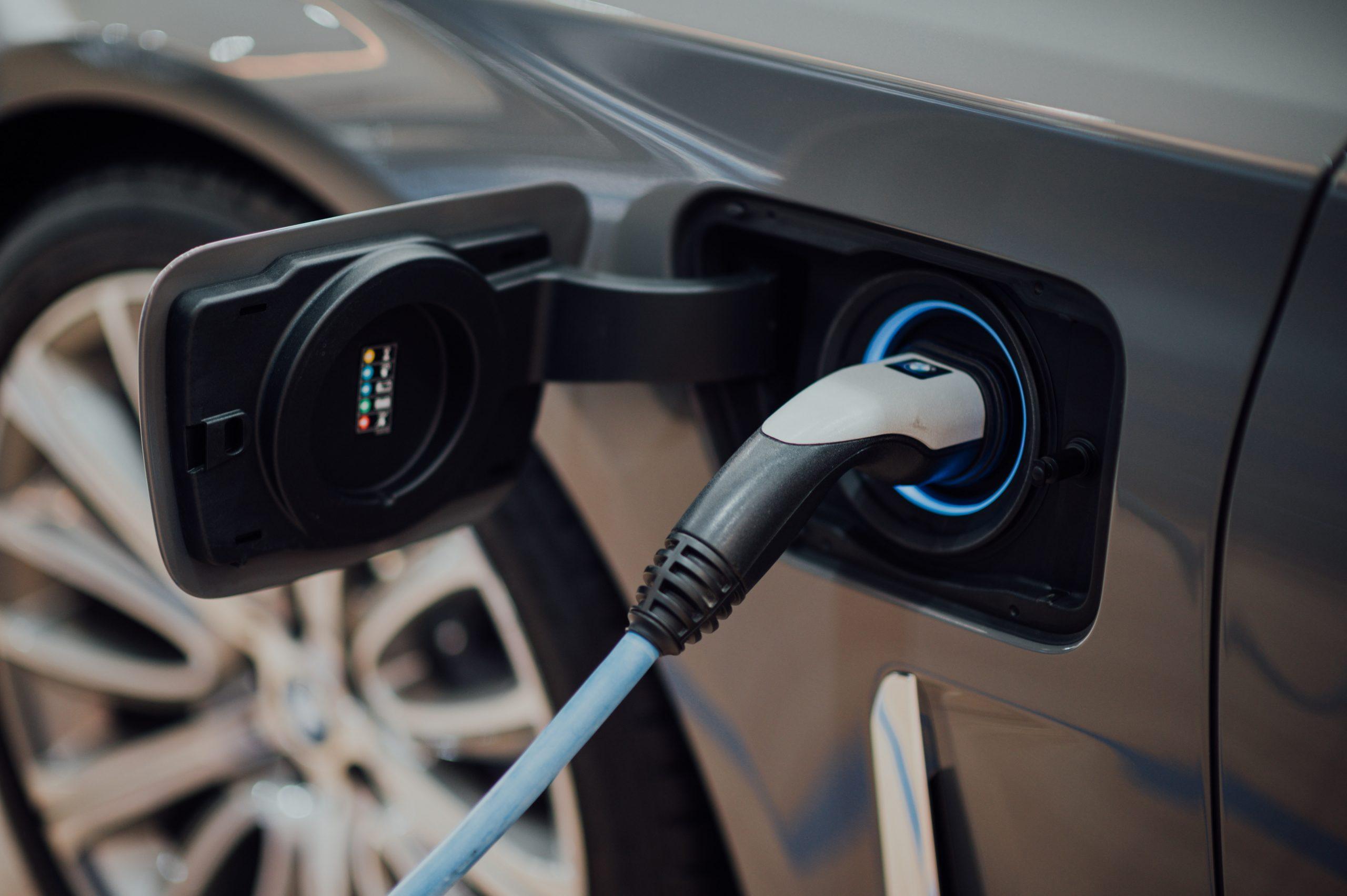 Aufladen eines Plug-in-Hybrid-Elektrofahrzeugs
