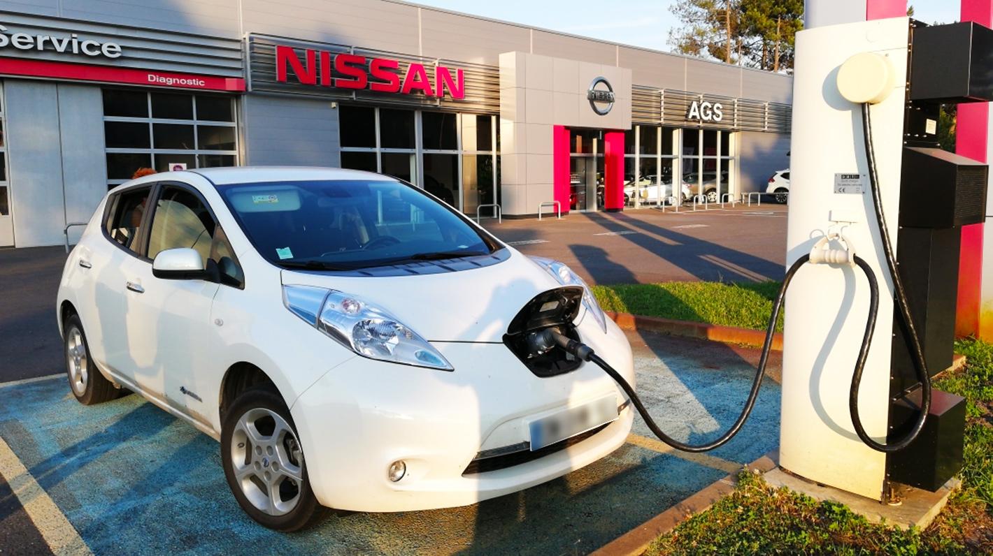 Recharge d'une Nissan Leaf sur une borne du réseau Nissan